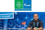 Roberto Carlos gives away signed t-shirts for love of football: contest of International Children's Social Programme Football for Friendship